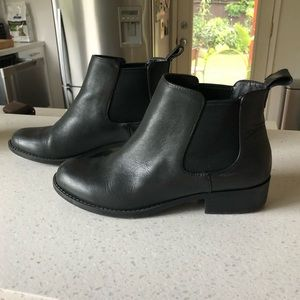 Sole Society Chelsea Boot size 6
